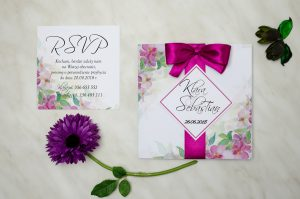 zaproszenie ślubne w delikatne róże